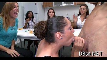 yong girls doing oral-sex