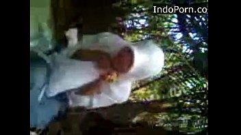 anak ma jilbab ngentot di hutan-.