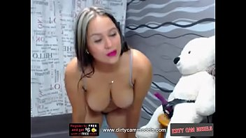 watch this cam whore bouncing on a dildo.
