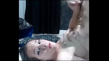 young tranny cumblast her own face - live.