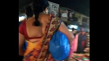 chudakkad gujarati desai aunty in sexy backless blouse.