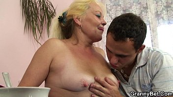 blonde old mature gets her hairy.