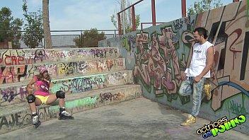 roller girls con los patines y las bragas.