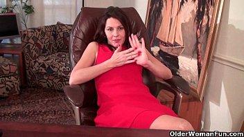 mature mom finger fucks her hairy.