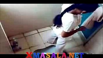 desi girls in toilet