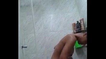 bunda toma banho e video cai na net.
