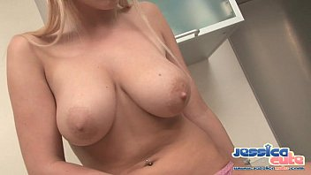 jessica cute curvy blonde strips nude to expose.