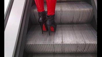calzas rojas en el supermercado
