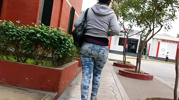 hunting #32 (black woman with leggins) - cazando.