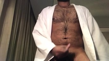 hairy guy cumming on cam