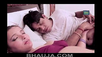 bhabhi ke saath romance aurat bankar boobs press.