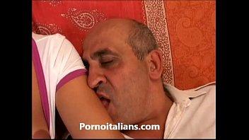 lolita italiana fa sesso orale con vecchio !.