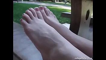 cams4free.net - sasha shows her pretty soles &amp_ toes