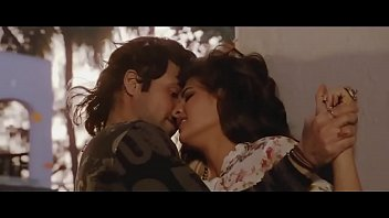bollywood beauty jacqueline fernandez hot kissing scenes.