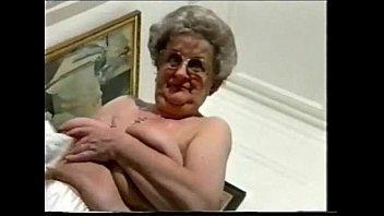 enjoy this exhibitionist granny !! amateur.