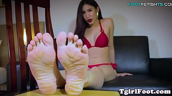 foot loving asian ts sways her.
