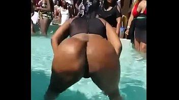 big booty twerking shaking dancing