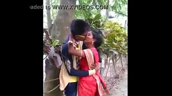 indian aunty caught kissing in park - 20.