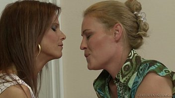 syren de mer and&nbsp_daisy layne enjoy some lez fun