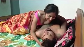 indian milf gets her pussy pumped in bed.