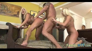 mom and daughter threesome 0985