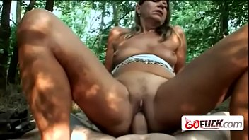 6fuck-13-11-217-sarah-is-a-blonde-granny-who-never-had-a-bbc-before-hi-2