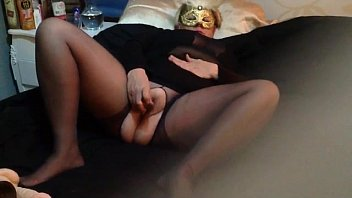 granny with a mask masturbating live on cam..