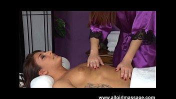 karlie montana massages mischa brook&#039_s wet.