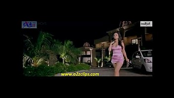 riya sen hot thighs and cleavage in beeny.