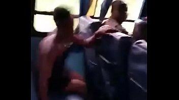 jeune exhibe bus cameroun