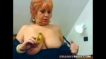 chubby mature stuffed a banana inside.