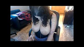 curvy head babe got incredible boobs.