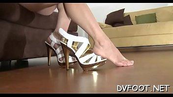 girls crashes knob with feet