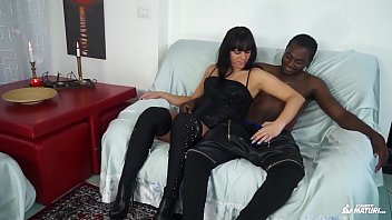 scambisti maturi - hot interracial fuck with amateur.