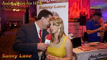 sunny lane gives a blowjob lesson for andrea dipr&egrave_
