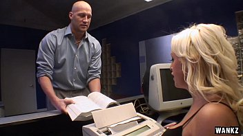 receptionist savannah gold schedules meeting with huge cock hd