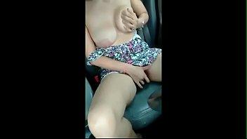 branquinha se masturbando dentro da van