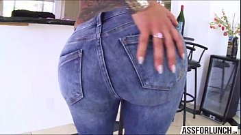 sexy bella shakes her big ass on her.