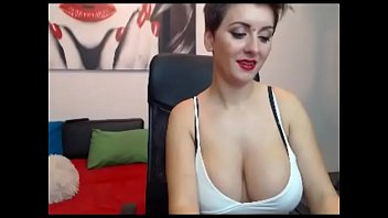 amazing big tits chat girl