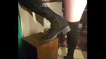 cummed suede boots