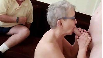 pareja de 76 a&ntilde_os con corneador.