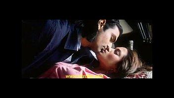 riya sen hot kiss2