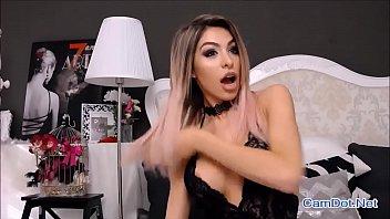 live girl show niple boob