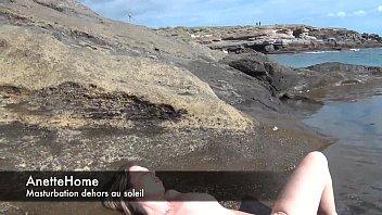 masturbation a la plage en cam direct pour.