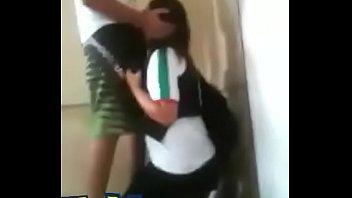 colegiala mamando en el colegio