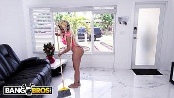 bangbros - wifey luna star fucks handyman behind.
