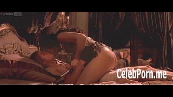 monica bellucci exposes her temptinh nude.