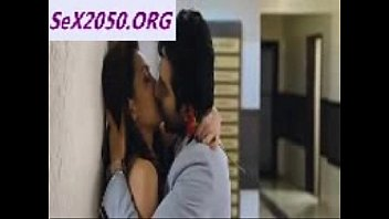pooja salvi kissing aayushman in nautanki.