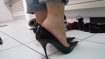 cams4free.net - black sexy high heels.