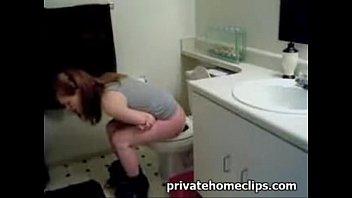 voyeur spycam on toilet girl voyeurqueen.com